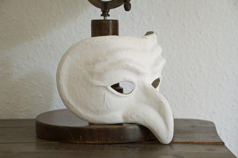 Maska teatralna - rekwizyt sceniczny
