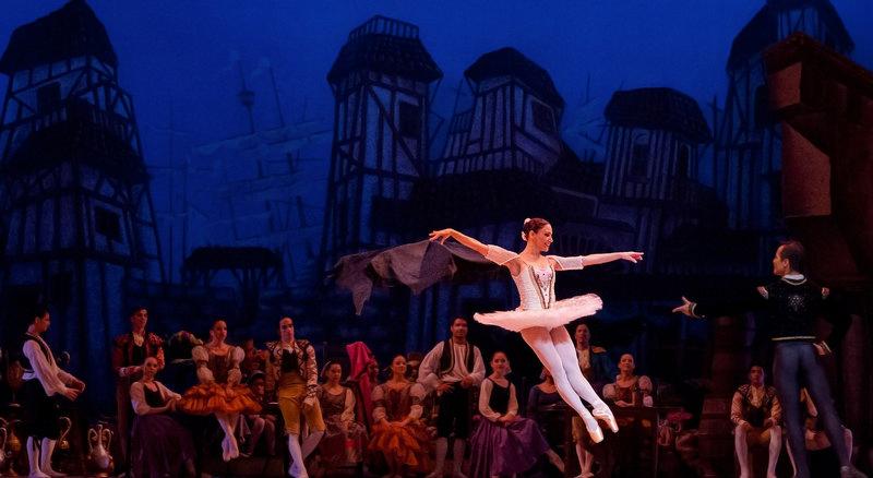Przedstawienie baletowe na scenie