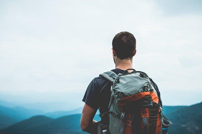 Backpackers - osoba podróżująca z plecakiem